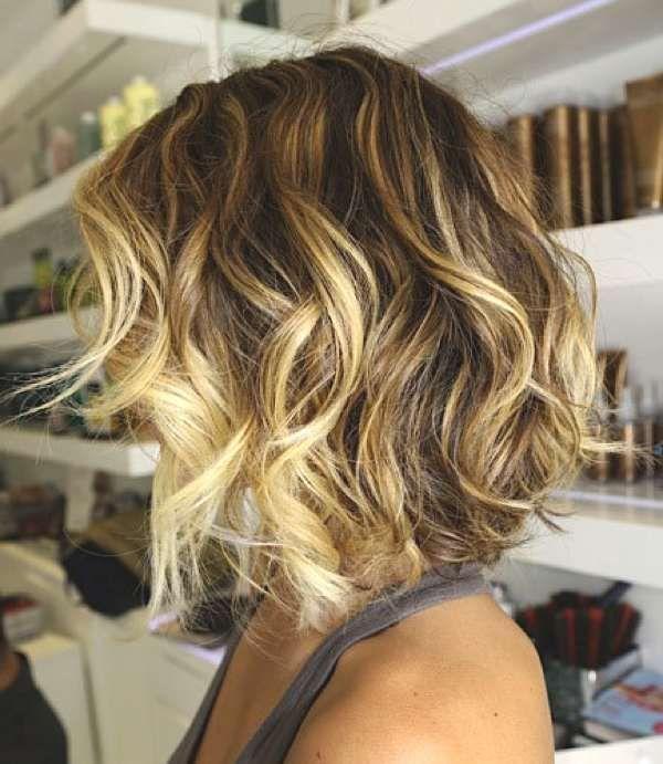 Peinados de cabello corto y ondulado