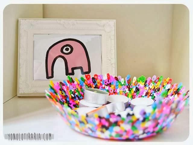 original centro de mesa realizado con palitos de helado muy colorido