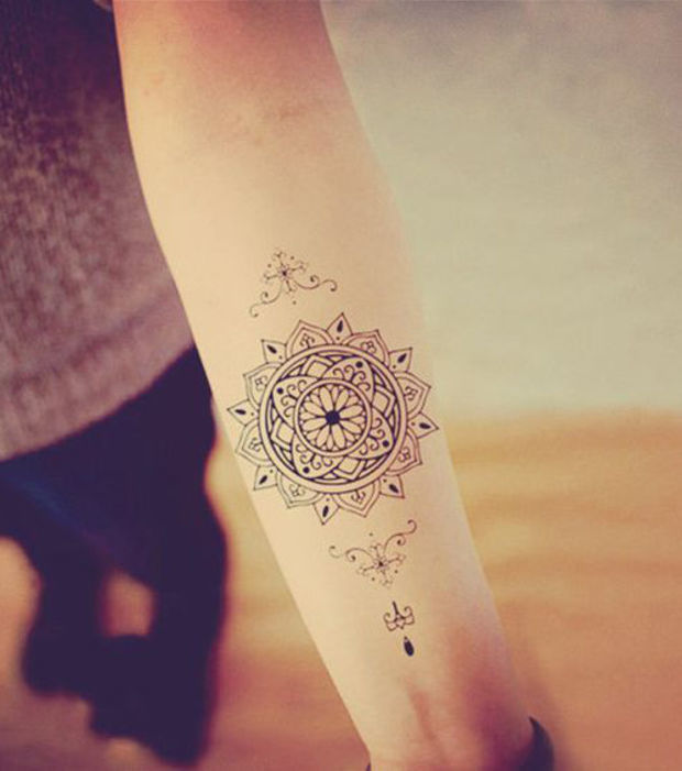ideas de tatuajes femeninos con mandalas. Black Bedroom Furniture Sets. Home Design Ideas