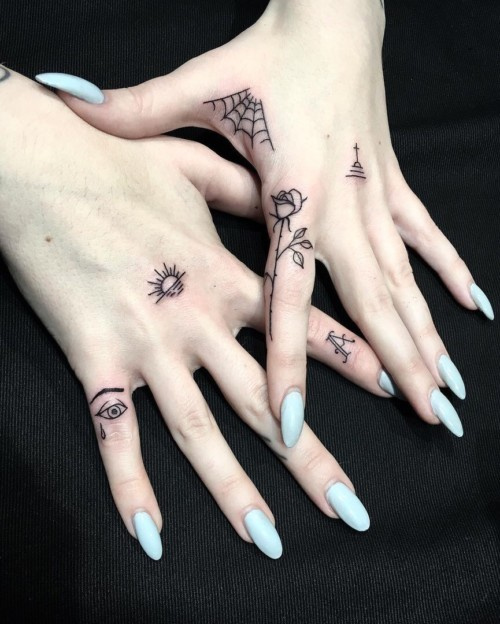 13 Nail Art Ideas For Teeny Tiny Fingertips Photos: Ideas De Tatuajes Pequeños Y Delicados Para Mujeres