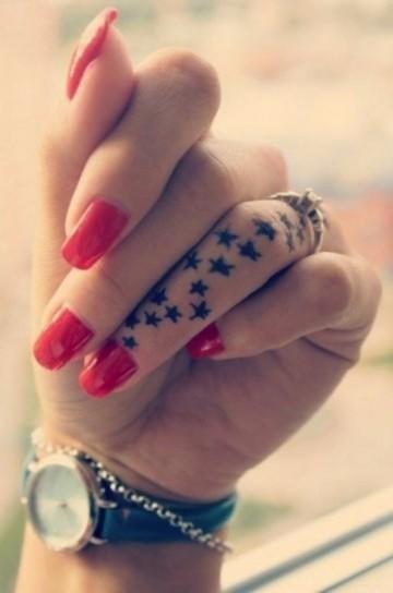 tatuaje-estrellas-dedo