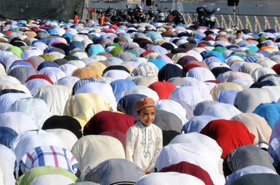 Musulmanes-celebracion-oraciones-amanecer-Ramadan_LNCIMA20130808_0065_5