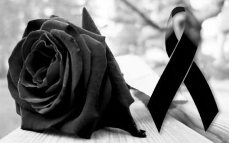 rosa-negra-en-memoria-a-los-grandes-famosos-del-mundo