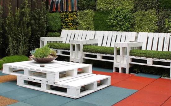 jardinSet-de-butacas-y-mesa-con-palets-para-el-jardin-2