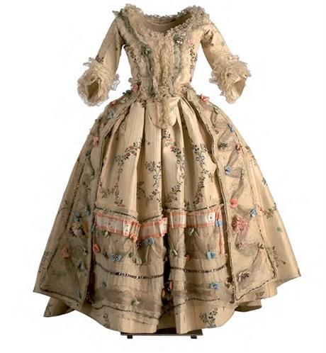 40 Imágenes De Vestidos De Damas Antiguas De La época