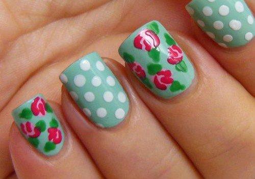uñas-decoradas-con-flores-retro-500x350
